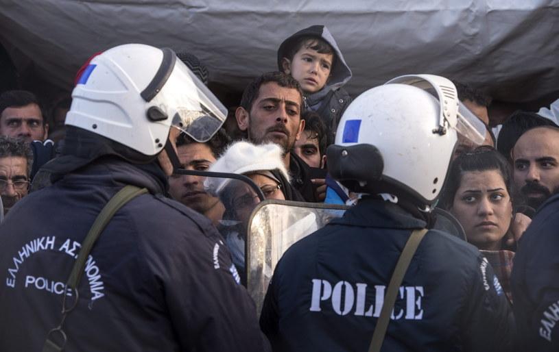 Migranci na grecko-macedońskiej granicy /GEORGI LICOVSKI /PAP/EPA