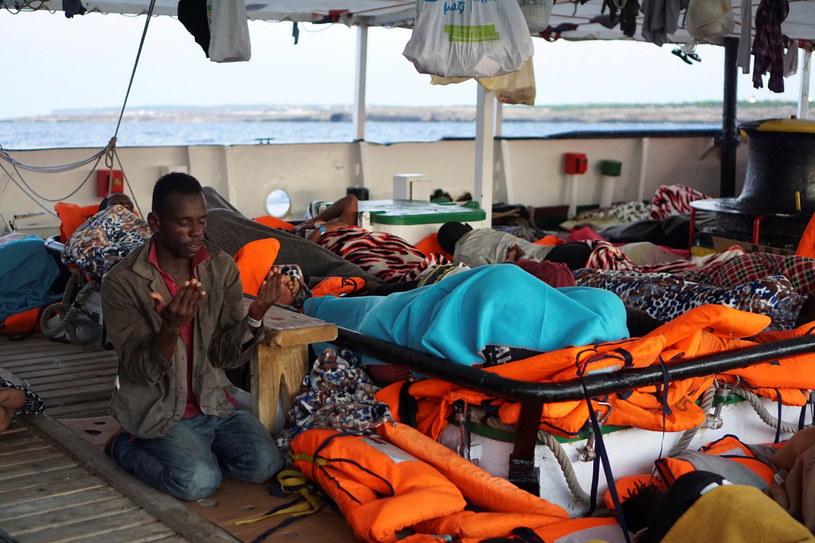 Migranci na pokładzie Open Arms /PAP/EPA