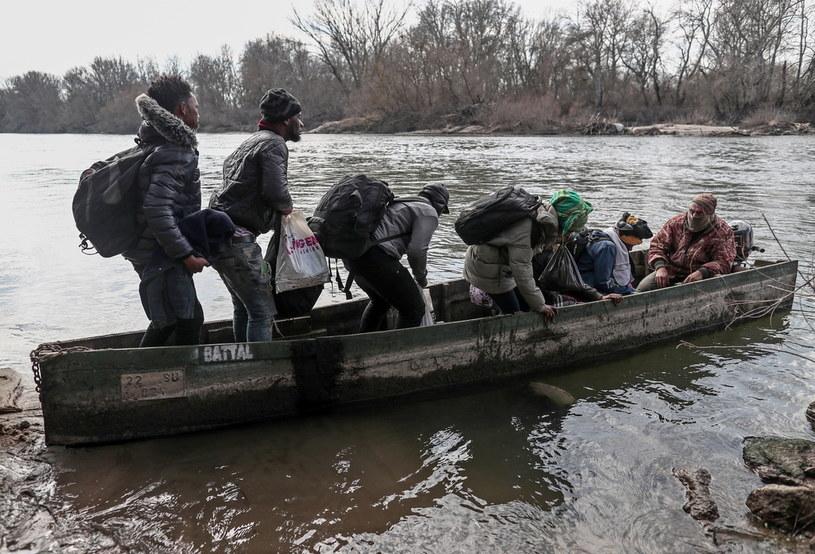 Migranci na rzece Ewros /PAP/EPA