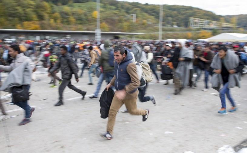 Migranci na słoweńsko-austriackiej granicy /EPA/ERWIN SCHERIAU  /PAP/EPA