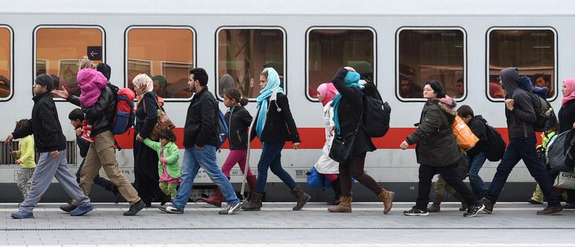 Migranci na stacji kolejowej w Passau w południowych Niemczech /AFP