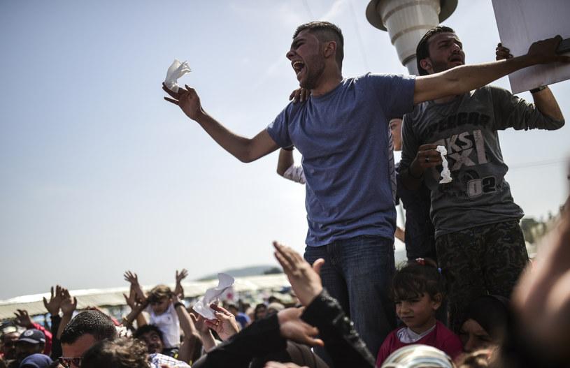 Migranci protestujący przeciw zamykaniu granic /AFP