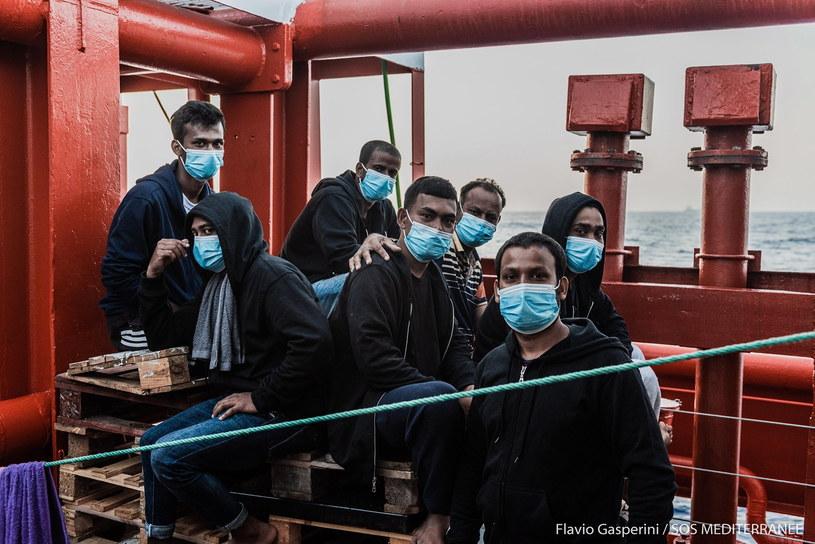Migranci przebywający na norweskim statku /FLAVIO GASPERINI / SOS MEDITERRANEE /PAP/EPA