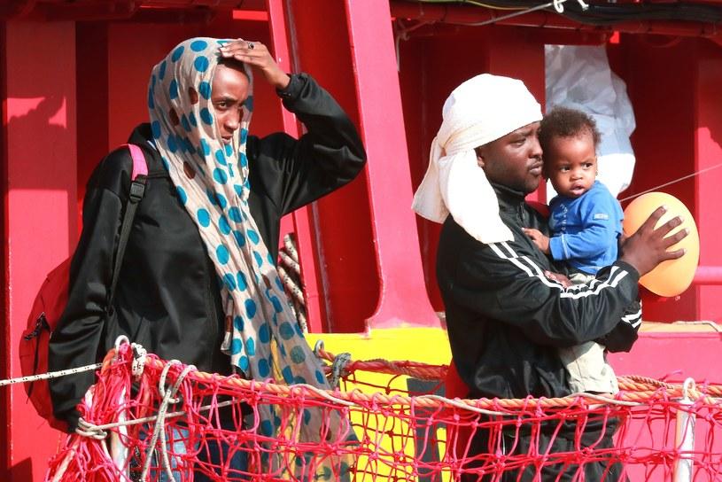 Migranci przybywający do Włoch /CARLO HERMANN /AFP