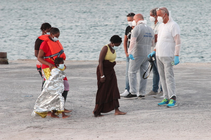 Migranci uratowani na Lampedusie /AFP