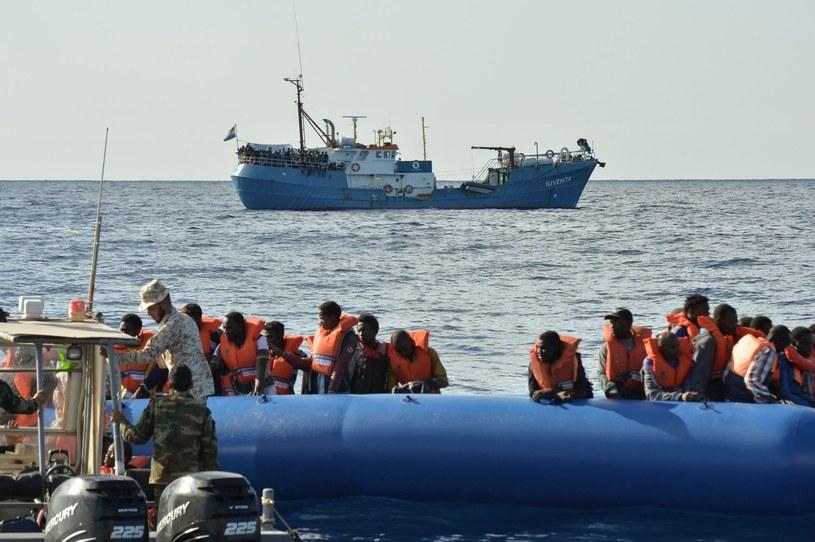 Migranci uratowani na morzu /ANDREAS SOLARO /AFP