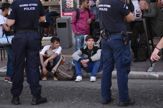 Migranci w centrum Aten /AFP