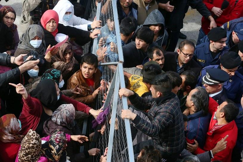 Migranci w Grecji, zdj. ilustracyjne /ORESTIS PANAGIOTOU /PAP/EPA