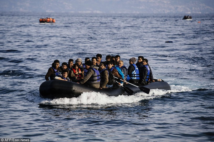 Migranci, zdj. ilustracyjne /DIMITAR DILKOFF/AFP /East News