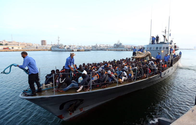 Migranci, zdj. ilustracyjne /Mahmud TURKIA / AFP /AFP