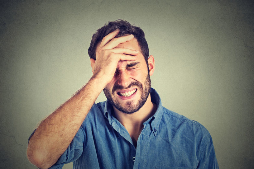 Migrena dotyka mężczyzn /©123RF/PICSEL