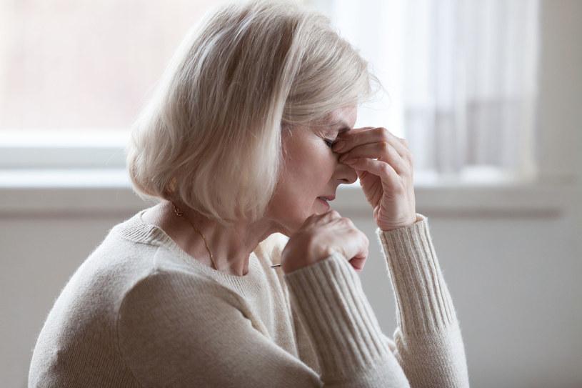 Migrena dotyka trzykrotnie częściej kobiet niż mężczyzn, a jej szczytowa faza u chorych obu płci przypada na wiek od 25 do 55 lat /123RF/PICSEL