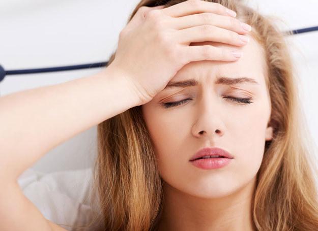 Migrena może sprawić, że przez kilka dni nie będziesz w stanie normalnie funkcjonować /123RF/PICSEL