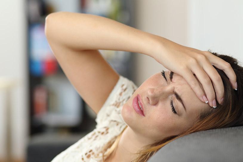Migrena z aurą podwaja ryzyko wystąpienia udaru niedokrwiennego mózgu  i aż trzykrotnie zwiększa prawdopodobieństwo depresji /123RF/PICSEL