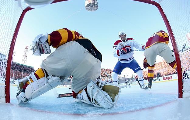 Miikka Kiprusoff w bramce Calgary Flames podczas klasyku z Montreal Canadiens 4-0 /AFP