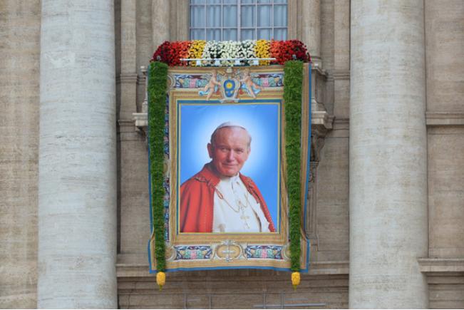 Mija druga rocznica kanonizacji Jana XXIII i Jana Pawła II /AFP