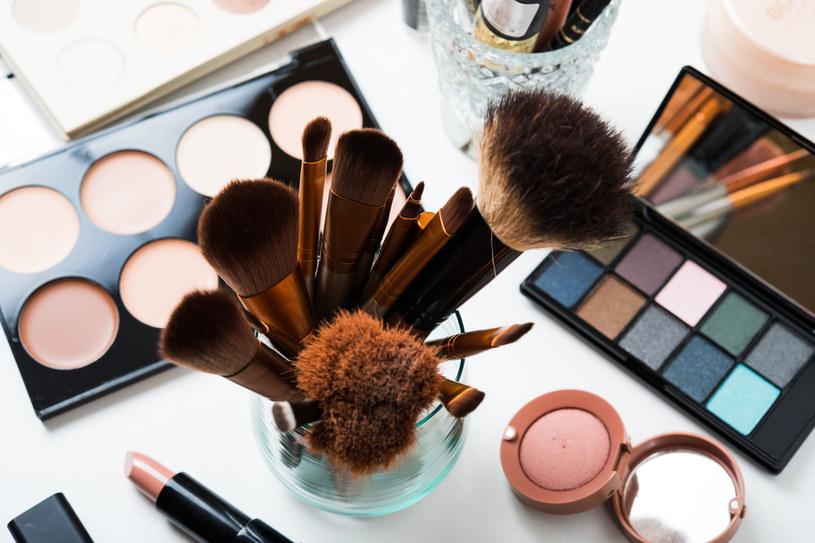 Mika to składnik m.in. kolorowych kosmetyków /123RF/PICSEL