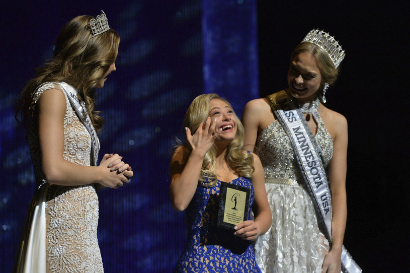 Mikayla Holmgren podczas wyborów Miss Minessota otrzymała dwie statuetki: Spirit of Miss USA i Director's Award /AP/Pioneer Press /East News