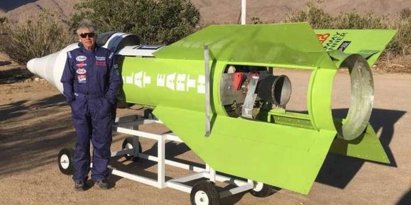 Mike Hughes i jego rakieta domowej roboty /materiały prasowe