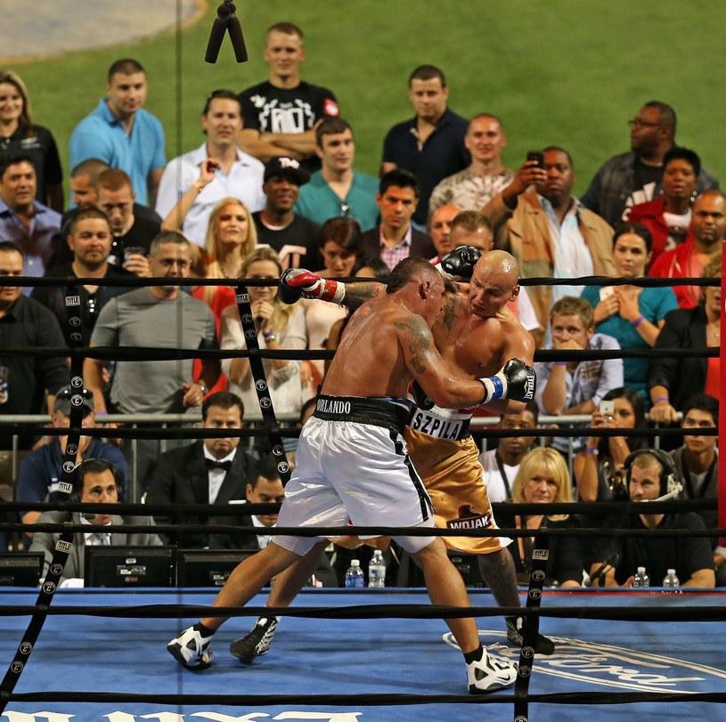 Mike Mollo podczas walki z Arturen Szpilką /AFP