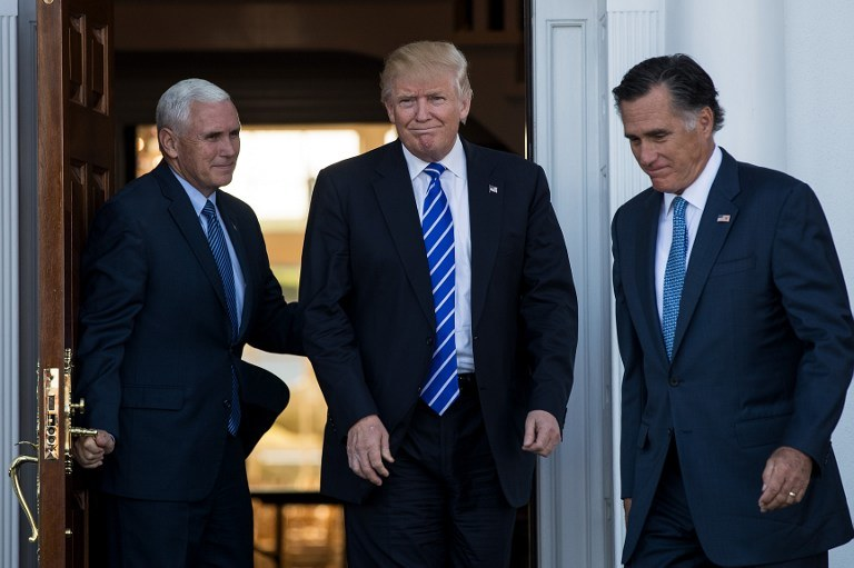 Mike Pence, Donald Trump i Mitt Romney /AFP