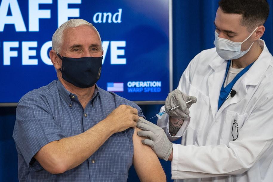 Mike Pence zaszczepił się na Covid-19 /Doug Mills / POOL /PAP/EPA