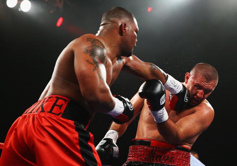 Mike Perez atakuje Magomeda Abdusalamowa /AFP