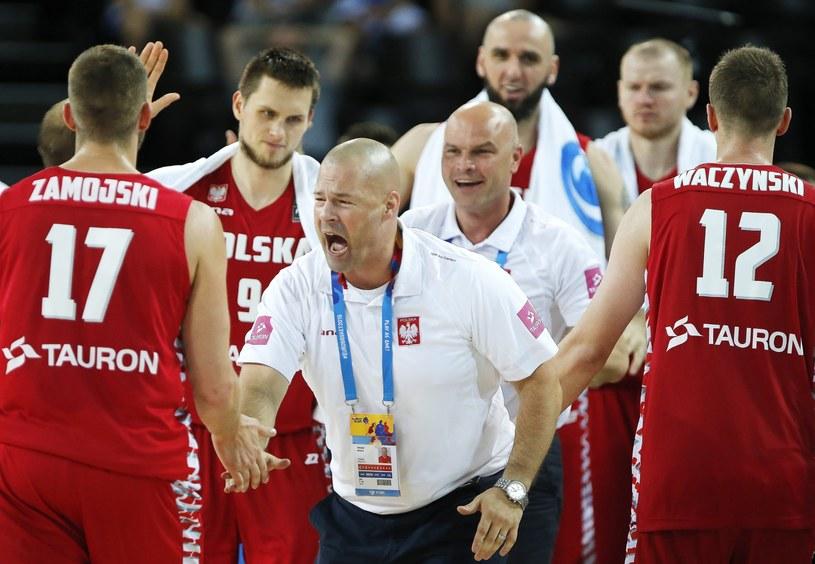Mike Taylor z polskimi koszykarzami /PAP/EPA