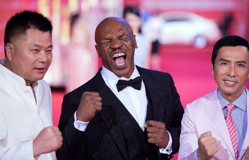 Mike Tyson (w środku) i aktor Donnie Yen (z prawej). /AFP