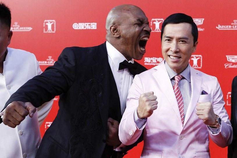 Mike Tyson (z lewej) podczas ceremonii otwarcia festiwalu filmowego w Szanghaju /AFP
