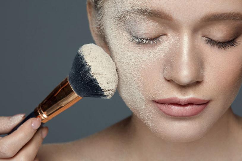 Mikę wykorzystuje się do produkcji kosmetyków kolorowych i pielęgnacyjnych /123RF/PICSEL