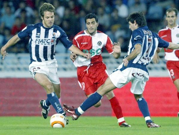 Mikel Alonso, Igor Jauregi i Daniel Gonzalez walczą o piłkę. RSSS-Getafe 3:0 /AFP