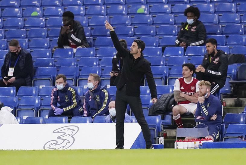 Mikel Arteta daje wskazówki swoim zawodnikom w trakcie meczu z Chelsea /POOL PA/Associated Press/East News /East News
