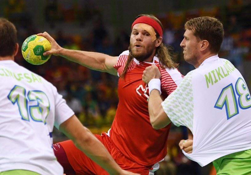 Mikkel Hansen (w środku) w meczu ze Słowenią /PAP/EPA