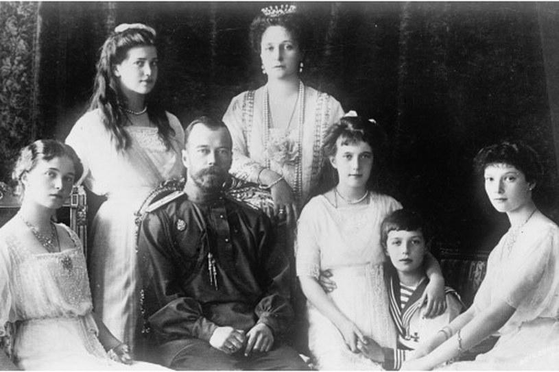 Mikołaj II i Aleksandra z dziećmi: Olgą, Tatianą, Marią, Anastazją i Aleksym w 1910 roku /Getty Images/Flash Press Media
