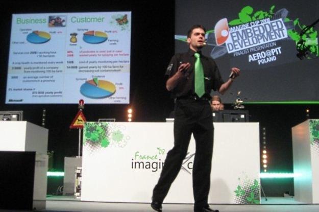 Mikołaj Małaczyński i Aero@Put podczas prezentacji w Luwrze. Twórcy komercyjnej aplikacji Legimi /INTERIA.PL