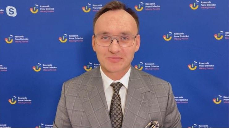 Mikołaj Pawlak podkreślił w Polsat News, że ataki na niego utwierdzają go w tym, co robi /Polsat News