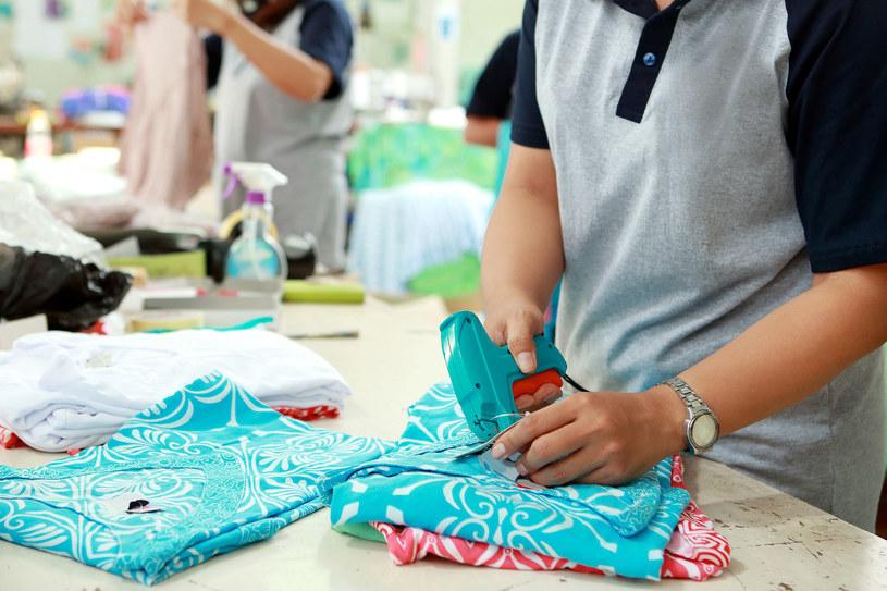 Mikroplastiki pochodzące z odzieży to ponad 30 proc. tworzyw sztucznych zanieczyszczających oceany /123RF/PICSEL