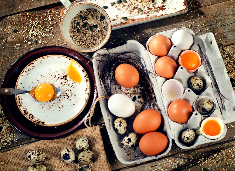 Mikstury z wykorzystaniem skorupek jajka wzmacniają kości i zęby /123RF/PICSEL