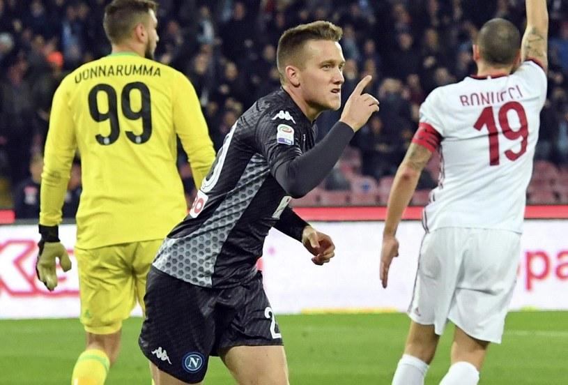 Milan rozczarowuje jak rozczarowywał. W ostatniej kolejce Serie A przegrał z Napoli 1-2, a jedną z bramek strzelił Piotr Zieliński /PAP/EPA