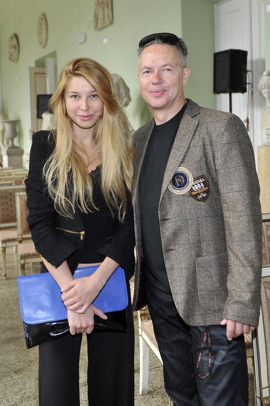Milena jest jedyną córką aktora i jego oczkiem w głowie. Zbigniew Suszyński podkreśla, że dziewczyna doskonale radzi sobie w życiu. Poza tym zawsze może liczyć na jego pomoc. /Gałązka /AKPA