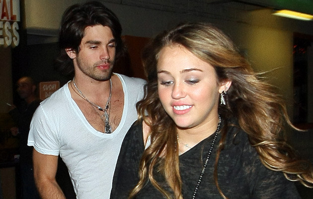 Miley Cyrus i Justin Gaston   /Splashnews
