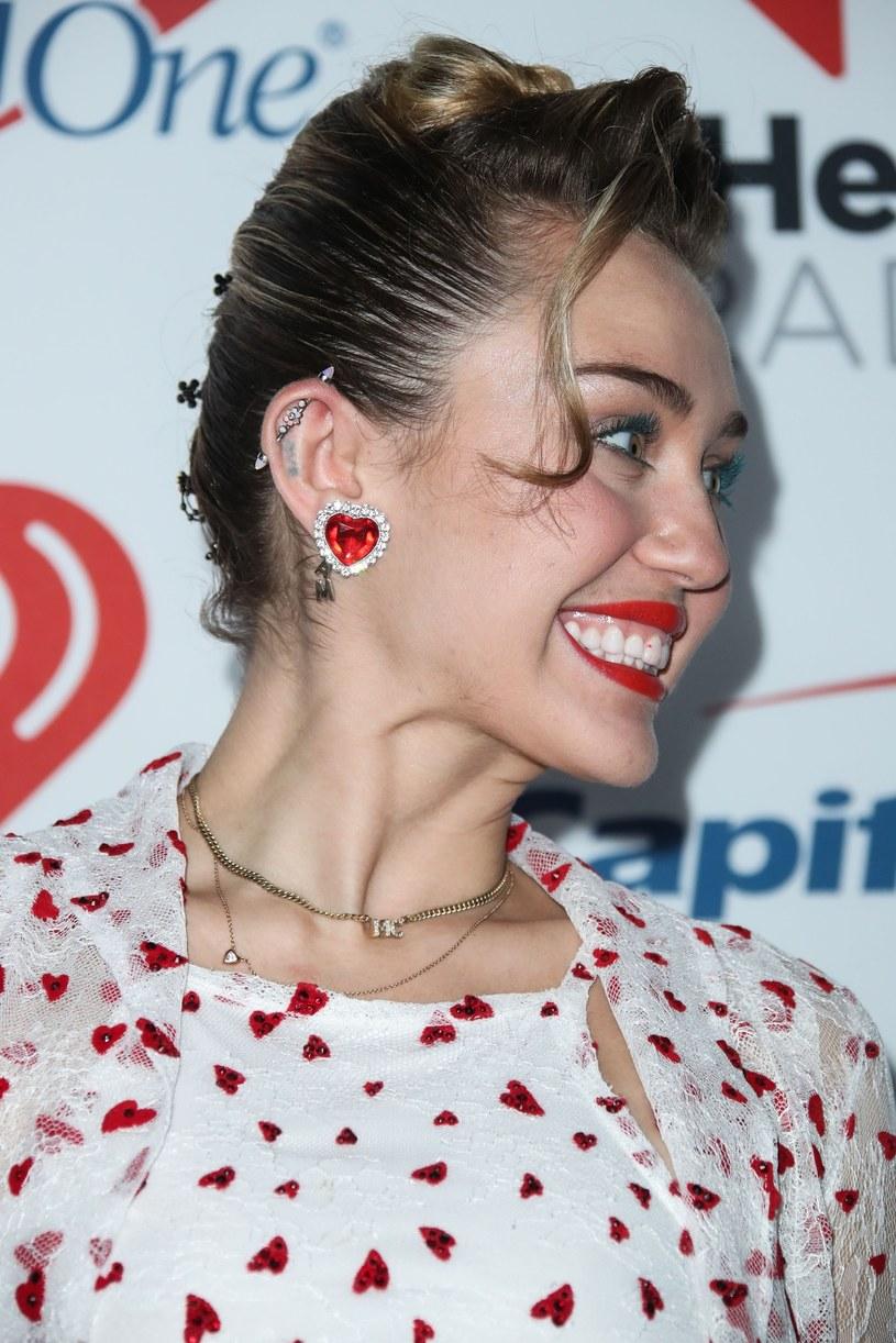 Miley Cyrus już nie raz zaskakiwała strojem. Tak wyglądał jeden z nich /Xavier Collin/IPA/Splash News /East News