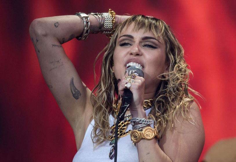 Miley Cyrus musiała na zawsze pożegnać się ze swoja ukochaną babcią /AFP /East News