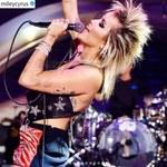 Miley Cyrus szaleje na koncercie! Wyuzdane pozy, nagi biust i... skandal murowany!