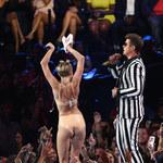 Miley Cyrus w bieliźnie wypina pupę