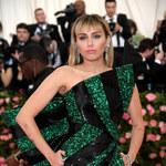 Miley Cyrus z nagim zdjęciem. Tak przygotowywała się do Met Gali