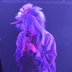 Miley Cyrus z ogromnym penisem na scenie!