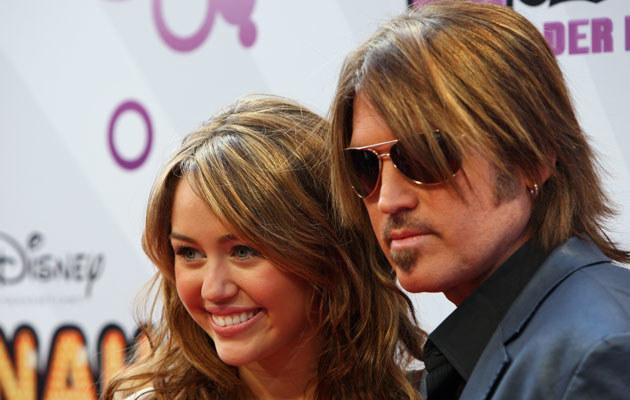 Miley Cyrus z tatą, fot. Miguel Villagran  /Getty Images/Flash Press Media