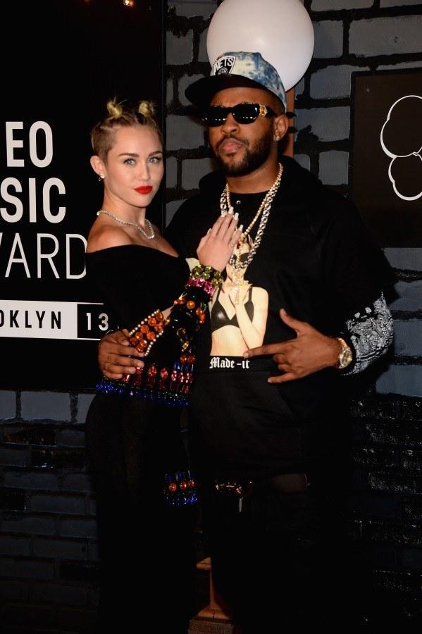 Miley Cyrus ze swoim producentem muzycznym /Jamie McCarthy /Getty Images